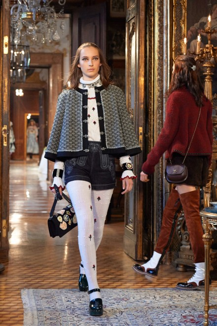 Chanel-Metiers-dart-Paris-Salzburg-2014-15-collection---Show-pictures-by-Olivier-Saillant-019