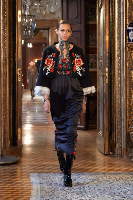 Chanel-Metiers-dart-Paris-Salzburg-2014-15-collection---Show-pictures-by-Olivier-Saillant-024