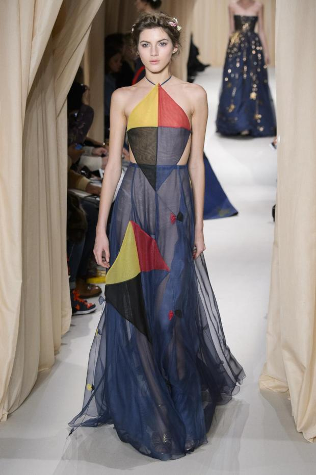 defile-valentino-printemps-ete-2015-paris-look-40